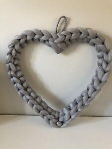 20cm Chunky Yarn Knit Wall Hanging Heart Wreath. Light Grey. Home Decoration