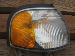 Mazda B4000, B2500 & B3000 Right Front Used Park Light 1998 To 2000