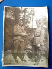 ORIGINAL FOTO 1944 USSR. The major shows the gun to the soldier.