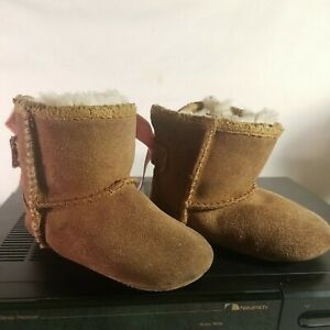 Ugg Jesse Bow II Infant Shoes 2/3 Brown W/ Pink bow