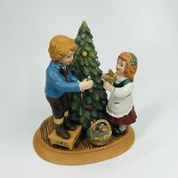 Christmas Memories Keeping The Christmas Tradition Figurine (Avon, 1982) - Y