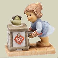 Goebel Nina & Marco Figur Porzellanfigur am Ofen -  Wie das duftet -  66877747