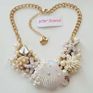 NWT Betsey Johnson White Seashell Pearl Shell Coral Statement Necklace