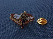 Pin's Johnny Hallyday egf superbe Cadillac doré