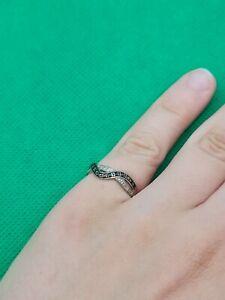 Wunderschöner 750er Weißgold Gold Ring mit kleinen Blauen und Weißen Steinen