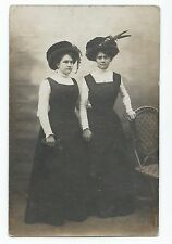 BP299 Carte Photo vintage card RPPC Femme soeur jumelle sister twin même habit