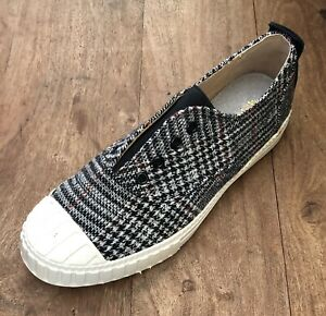 NWT - 6 AU ( 37 ) SLIP ON SHOES - FUNKY HOUNDSTOOTH FABRIC ON WHITE SOLE