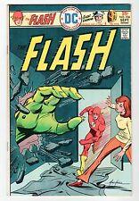DC: THE FLASH #236 - VF/NM Sept 1975 Vintage Comic