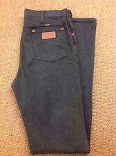 men's WRANGLER W33 L37 Green Jeans. New
