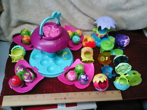 Zoobles Lot of 15 w/Stow Globe Carrying Case & 11 Homes/Nests Accessories
