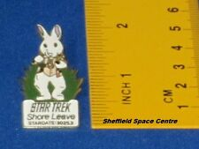 Star Trek Shore Leave Original Series Episode Pin Badge STPIN7917
