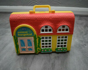 VINTAGE RSPCA ANIMAL HOSPITAL CARRY CASE + PUPPY KITTY IN MY POCKET TOY FIGURES