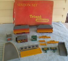 Tri-ang Railways R81 Station Set, Offices Wait Room Book Stall, Platform Steps,