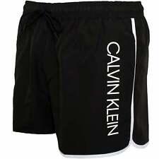 Calvin Klein Side Logo Athletic-Cut Pantalones cortos de baño para hombre, negro