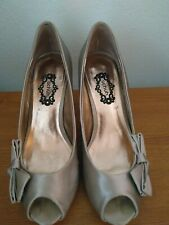 SCHUH SIZE 5, HIGH HEEL SHOE, CHAMPAGNE COLOUR WITH BOW