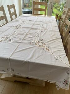 Tablecloth Vintage Large White Embroidered Crochet Flowers Pretty Napkins Party