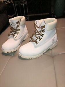 RARE TIMBERLAND - WHITE BOOTS with GOLD CHAIN LACES - Size US8