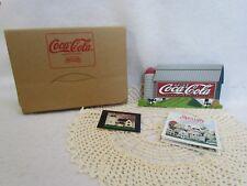 1998 Shelia 3-D Coca Cola Barnyard Refreshment Wooden Shelf Sitter in Ob