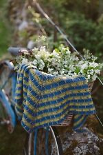Antracita crochet shawl pattern designed by The Crochet Project.