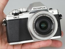 OLYMPUS E-M10 Mark II Mirrorless Camera with 14-42 mm f/3.5-5.6 Lens - Silver -