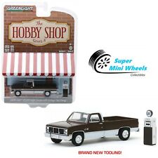 Greenlight 1:64 The Hobby Shop 1984 GMC 2500 High Sierra with Vintage Gas Pump