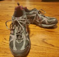 New Balance Women's All Terrain Size 8 Pink And Grey Trail running