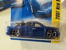 Hot Wheels Chevy Silverado 2007 New Models w/Bike in bed Blue
