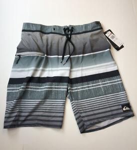 "Quiksilver, Men's 21"" Everyday Stripe Vee 2.0 Boardshorts, Size 31"