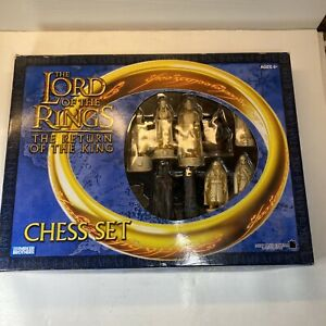 """2003 """"THE LORD OF THE RINGS-THE RETURN OF THE KING"""" Chess Set by Parker Brothers"""