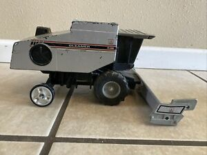 R-62 Gleaner Toy Combine Limited Edition Scale Models 1/24