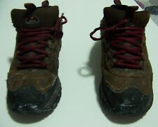 MENS SIZE 9.5 SKETCHERS STEEL TOE SNEAKERS WITH SLIP RESISTANT SOLE