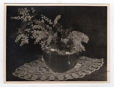 PHOTO ANCIENNE Intérieur Table Bouquet de fleurs Vase 1951 Mimosa Nature Morte