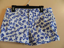 NWT GAP ladies white shorts w/blue floral print & rolled cuffs; size 12