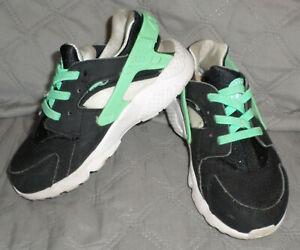 VGUC Nike Huarache Run Sneaker - 10 Toddler - Black/Cool Mint/White