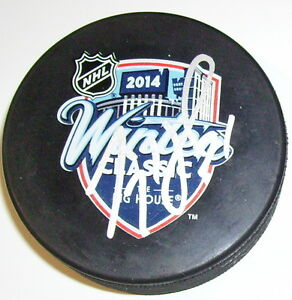 JIMMY HOWARD DETROIT RED WINGS SIGNED 2014 WINTER CLASSIC PUCK w/ COA