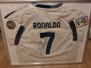 Real Madrid Original Trikot + Handsigniert von C.  RONALDO