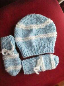 HANDKNITTED CHUNKY HAT AND MITTS...TO FIT 3-6 MONTHS