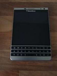 BlackBerry Passport Passport - 32GB - Silver Edition (Unlocked) Smartphone