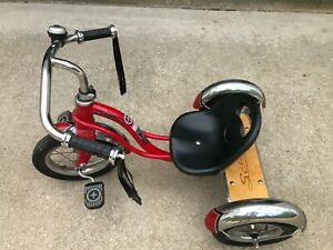 Schwinn Roadster Tricycle for Toddlers and Kids, Classic Retro, Red