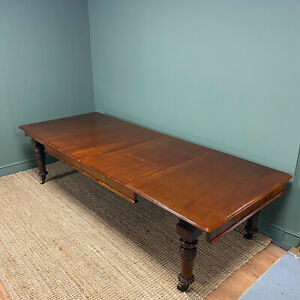 Beautifully Figured Victorian Mahogany Antique Dining Table