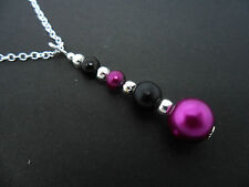 A PURPLE & BLACK GLASS PEARL  SILVER PLATED PENDANT NECKLACE. NEW.