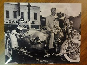 1951 COOL VINTAGE HARLEY DAVIDSON SIDECAR MOTORCYCLE 8X10 PHOTO OLDS AUTO DEALER