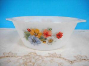 Vintage Pyrex, Milk Glass  Arcopal 'Anemone' casserole dish - Excellent Conditio