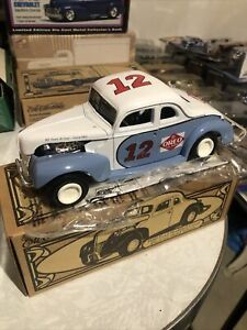 Ertl Collectibles 1940 Ford Modified Coupe Die Cast Metal Oreo Creme #h663