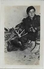 REAL PHOTO Postcard -Wisconsin - Man with rifle and antlers. 1910/1920