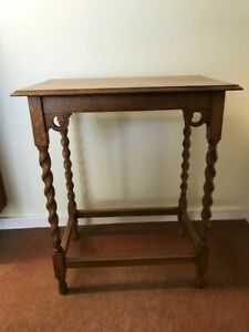 ANTIQUE SMALL OCCASIONAL TABLE WITH BARLEY TWIST LEGS