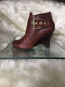 Siren tan leather ankle booties / wedge heels. Size 6,5.