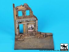 Black Dog 1/48 House Front w/Cobblestone Road Diorama Base (150 x 100mm) D48001