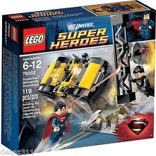 LEGO DC UNIVERSE SUPER HEROES - 76002 Superman Metropolis Showdown NEW IN BOX!