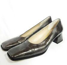 MINT SALVATORE FERRAGAMO Gray Croc Embossed High Heel Shoes 8 4A AAAA Narrow SJ6